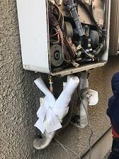 配管カバー取り外し、配管接続を切る