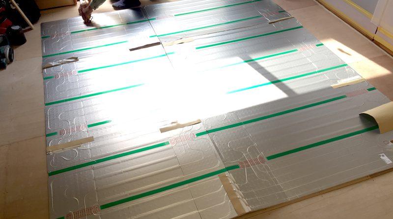 [横浜市金沢区]床暖房マットの敷設と給湯器の設置工事
